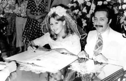 Ünlü şarkıcı Nilüfer bir süre müzisyen Rıza Silahlıpoda ile nişanlı kaldı ama evlenmedi. Ama 22 yaşındayken Yeşil Giresunlu ile evlendi.