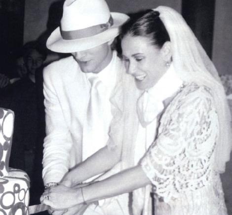 43 yaşındayken de kendisinden çok geç olan Ashton Kutcher ile evlendi.
