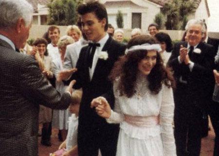 Johnny Depp şu ana kadarki tek evliliğini henüz 20 yaşındayken Lori Anne Allison ile yaptı.