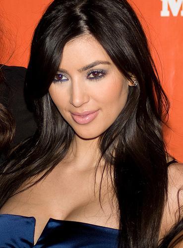 Zor günler geçiriyor!  Kim Kardashian, şımarık günlerinin sonuna geldi! 72 günlük evliliği sonrası boşanma kararı alan Kardashian, hayatın her alanında zorlanıyor!