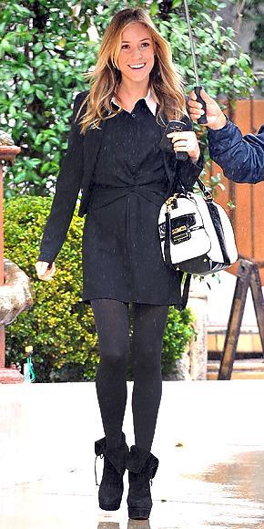 Kristin Cavallari, siyah beyaz bu çantasından vazgeçemiyor.