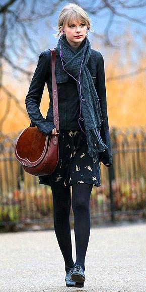 Taylor Swift'in çantası da genç yıldızın country tarzına yakışır nitelikte. Genç şarkıcı Rugby Ralph Lauren çantasını yanından hiç ayırmıyor.