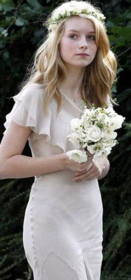 Ablasının düğününde nedime olan Lottie, güzelliği ve Kate MossR'a benzerliğiyle dikkat çekmişti.