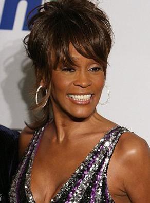 ABD'de otel odasında ölü bulunan ünlü şarkıcı Whitney Houston'a ait bazı eşyalar, gelecek ay açık artırmada satılacak.
