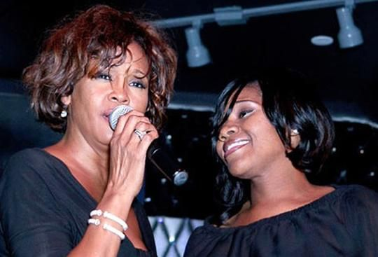 Öte yandan ünlü şarkıcının cenazesi, Pazar günü New Jersey'deki Fairview mezarlığında 2003 yılında yaşamını yitiren babasının yanına defnedildi.