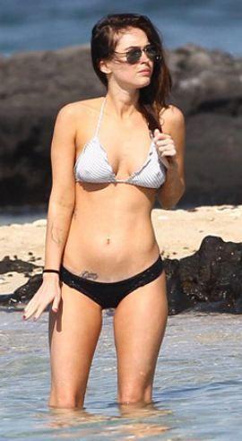 Ünlü oyuncu Megan Fox, eşi Brian Austin Green ile Hawaii'de tatil yaparken görüntülendi.  Bol bol denize girip, güneşlenen ünlü oyuncu, kameralardan habersiz tatiline devam etti.