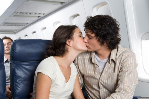 Seyahat boyunca öpüşen çiftler (yüzde 1)