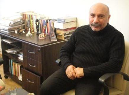 Mustafa Avkıran   Deneyimli oyuncu 1960 doğumlu.