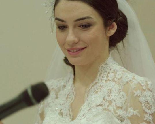 Hazal Ergüçlü   Derviş Zaim'in Gölgeler ve Suretler filmiyle tanıdığımız Ergüçlü, 1992 doğumlu.