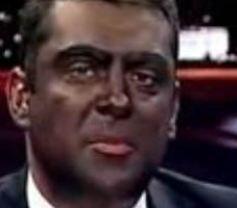Kılıktan kılığa girdi   Flash TV'nin haber spikeri Gökhan Taşkın, kazalarla değil de yaptığı ilginç sunumlarla kendinden söz ettirdi.   Bir keresinde Barack Obama'ya benzemek için yüzünü siyaha boyadı Taşkın.