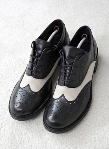 Akbağ'ın gardrobundaki en ilginç parçalardan biri bu ayakkabılar.