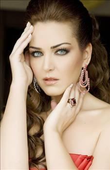 Pınar Dilşeker  Can Bonomo şarkısını tam anlayamadım ama şansı bol olsun dıyelım.