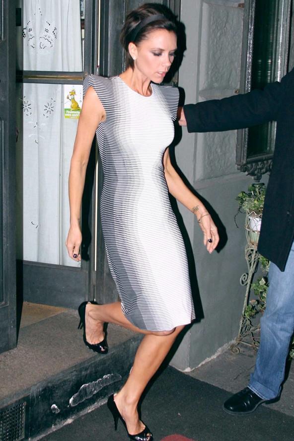 Victoria Beckham 2009'da bu Alexander McQueen elbisesiyle optik ilizyonu avantajına kullanan ilk ünlülerden.