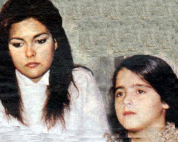 Mine Çayıroğlu 90'ların çocuk yıldızlarından biri. Ömer Kavur'un Amansız Yol filmiyle sinemaya adım attı. Osman Seden'in yönettiği Çalıkuşu dizisinde Aydan Şener ve Kenan Kalav ile birlikte kamera karşısına geçti.