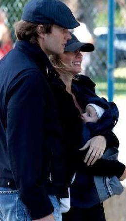 Gisele Bundchen eşi Tom Brady'nin önceki evliliğinden olan oğluyla da iyi geçiniyordu. Sonradan kendi oğlu Benjamin dünyaya geldi.