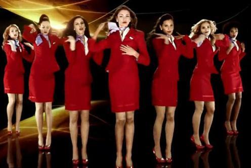 Sıralamada Virgin Atlantic Havayolları, yüzde 53 ile açık ara birinci oldu. Şirketin hostesleri kurulduğu günden bu yana kullandıkları kırmızı kıyafetleri ve mor fularları ile 'en seksi' üniformaya sahip havayolu seçildi.