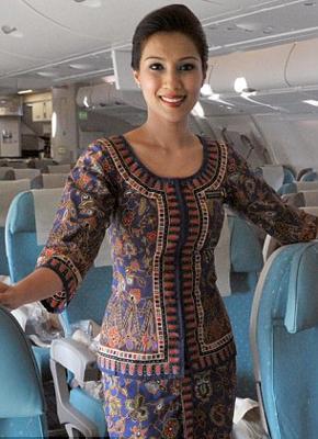 Singapur Havayolları yüzde 18 oyla ikinci sırada yer aldı. Kurulduğu günden bu güne değişmeyen 'Singapur Kızı' üniformasına sahip şirket, kabin memurlarının bel ölçülerine çok dikkat ediyor.