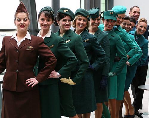 İrlandalı Aer Lingus Havayolları'nın kabin memurlarının üniformaları moda uzmanları tarafından çok beğeniliyor.