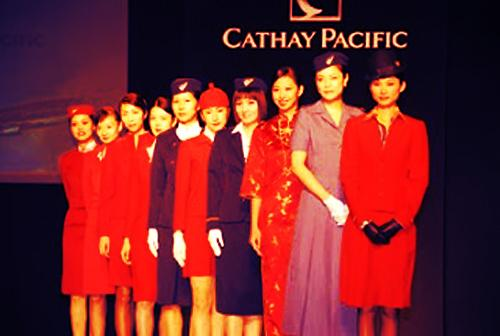 Uzakdoğu'nun lider havayollarından Cathay Pacific ekipleri üniformalarını en iyi taşıyanlar arasında.