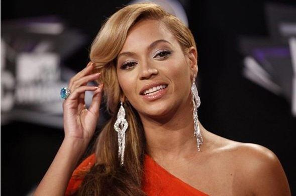 """Bir işten 88.5 milyon TL   Ünlü şarkıcı Beyonce, İngiltere'de ITV Kanalı'nda 2004 yılından beri yayınlanan, yeni seslerin keşfedildiği """"The X Factor"""" yarışmasında jüri üyeliği yapmak için 50 milyon dolar (88.5 milyon TL) istedi."""