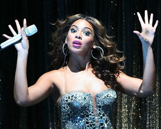 Beyonce'a yeni sezonda jüri üyesi olmasına yönelik teklifi, yarışmanın yaratıcısı Simon Cowell yaptı. Reytingleri yükseltmek isteyen kanal yönetiminin Beyonce'u jüri koltuğuna oturtmak için bu parayı gözden çıkardığı da iddialar arasında.