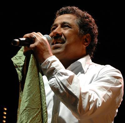 29 Şubat 1960 yılında Cezayir'de doğan şarkıcı, 26 yaşında Fransa'ya yerleşmiş. Gerçek adı Hacı İbrahim Halid olan Khaled, Avrupa'da tanınmaktan çok memnun.   Özellikle de rai-groove müziğinin yayılmasına öncülük eden şarkıcı, 29 Şubat doğumluların her zaman bir ilke imza attıklarını kanıtlar gibi...