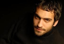 Buğra Gülsoy  22 Şubat 1982 doğumlu olan aktörün burcu balık burcu.