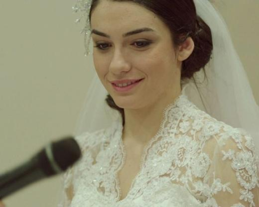 Hazal Ergüçlü  Derviş Zaim'in Gölgeler ve Suretler filmiyle tanıdığımızErgüçlü 1992 doğumlu.