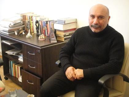Mustafa Avkıran  Deneyimli oyuncu 1960 doğumlu