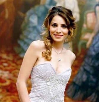Nur Fettahoğlu 12 Kasım 1980 doğumlu ve akrep burcu.