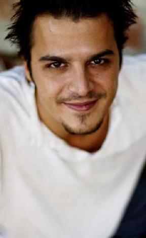 Mehmet Günsur 8 Mayıs 1975 doğumlu. Boğa burcu.