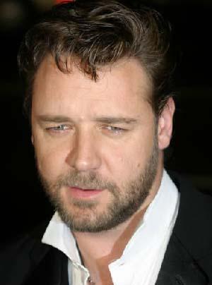 Russell Crowe  7 Nisan 1964'te doğdu. O da Koç burcu.