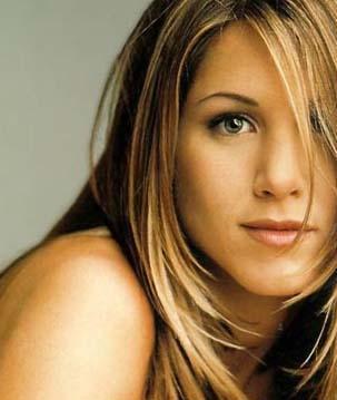 Jennifer Aniston  11 Şubat 1969 doğumlu. Yani kova burcu.