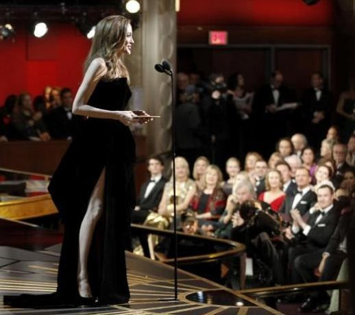Angelina Jolie oscar gecesine damga vurdu! - 22