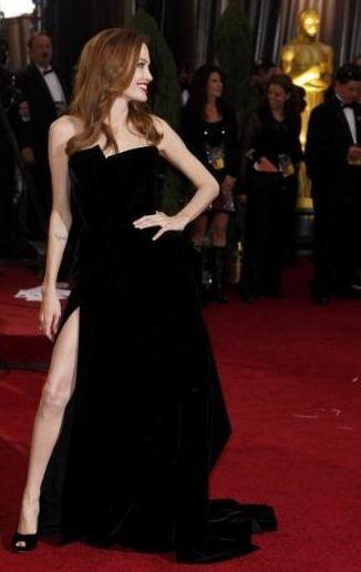 Angeline Jolie'nin sağ bacağı ödül kazananları bile geride bıraktı.