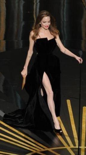 Angelina Jolie oscar gecesine damga vurdu! - 3