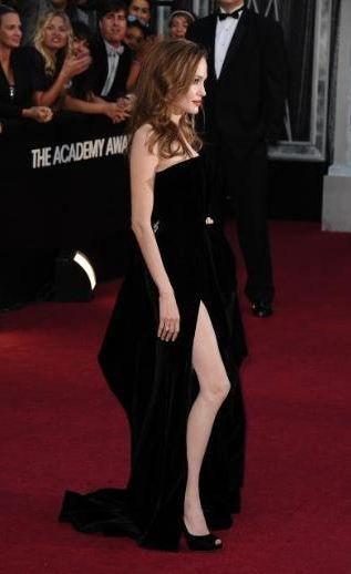 Angelina Jolie'nin sağ bacağının gelecek yıl yapılacak olan Oscar töreninin ses teknisyeni olarak görev yapacağı ilan edildi.