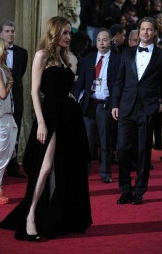 Bu gece gördük ki Angelina Jolie'nin kendine özgü bir mizah anlayışı var.