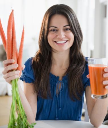 3-Yaşlanmaya bağlı oluşan ağrı ve sızıları havuç suyu içerek azaltabilirsiniz.