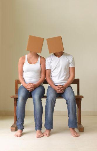 7- Gizemli bir ilişki yaşayın: İlgi çekmek için ilişkinize gizem katın.
