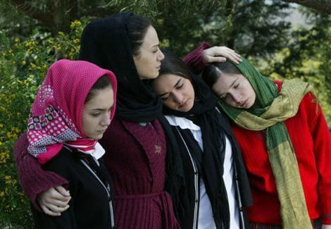 Elit İşcan, Küçük Kadınlar dizisinde Bilge karakterini canlandırıyor.