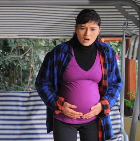 Aşk ve Ceza'da da minik Ömer'in dramı var. Annesi ve babasının yaşadığı tek gecelik ilişkinin ürünü minik Ömer.