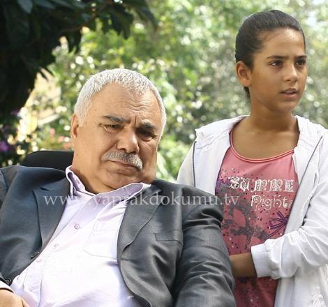 Bu kadar büyük dramlar elbette ailenin en küçük kızı Ayşe'yi de etkiliyordu.