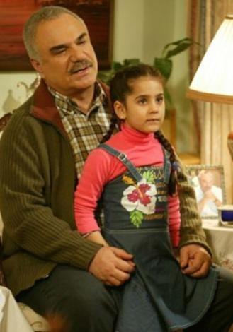 Çocukluğu kelimenin tam anlamıyla acılar içinde geçti Ayşe'nin... Sonunda babası hasta oldu.