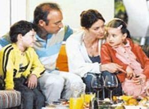 Bu aile dramında Arda'yı canlandıran Ayberk Koşar küçük yaşında ün kazandı.