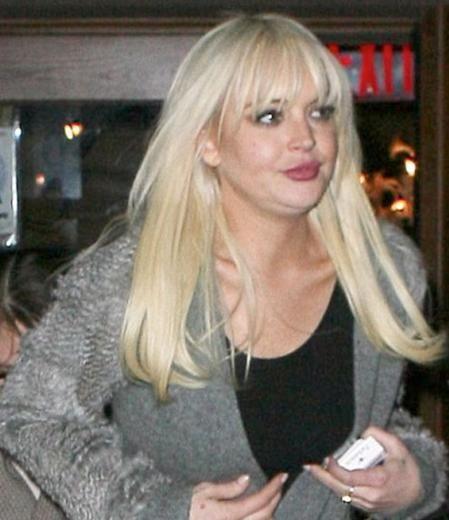 Lindsay Lohan henüz 25 yaşında olabilir. Ama Hollywood'un kozmetik sektörüne en çok para akıtan ünlülerin de başında geliyor. Bir başka deyişle genç yaşında estetik operasyon bağımlısı oldu Lohan.