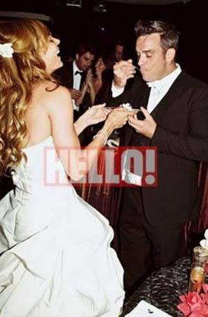 ÜNLÜ ŞARKICININ KARISI TÜRK ASILLI Ünlü şarkıcı Robbie Williams da babası Türk olan Ayda Field ile kısa bir süre önce görkemli bir törenle dünyaevine girdi...
