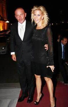 1989'DA EVLENDİLER İşadamı Ferit Şahenk Amerika'da öğrenim gördüğü yıllarda tanıştığı Diana Hanım ile 1989'da Hilton Oteli'nde görkemli bir düğünle evlenmişti.