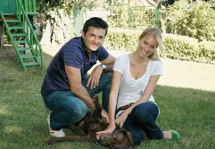 BURCU'NUN EVLİLİĞİ UZUN SÜRMEDİ Burcu Esmersoy da İtalyan Massimo Cusimona ile evlendi.