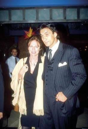 BİSSET'NİN TÜRK AŞKI Ünlü yıldız Jacqueline Bisset, Türk asıllı Emin Boztepe ile aşk yaşadı.